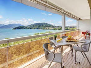 Apartment with amazing view over lake Annecy